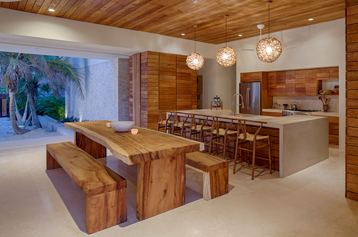 Casa Xixim Tropical style dining room by Specht Architects Tropical