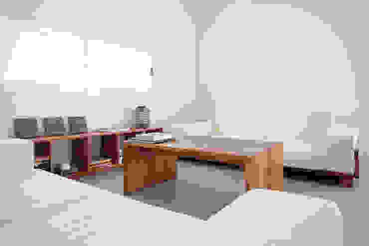 CASA RM RM arquitectura Salones de estilo escandinavo