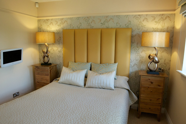 Master bedroom feature wall: modern  by Chameleon Designs Interiors, Modern