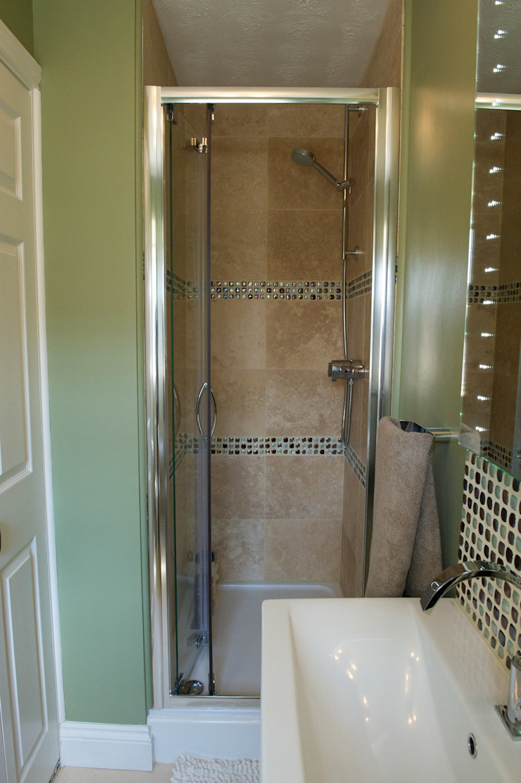 En-suite shower area Modern bathroom by Chameleon Designs Interiors Modern