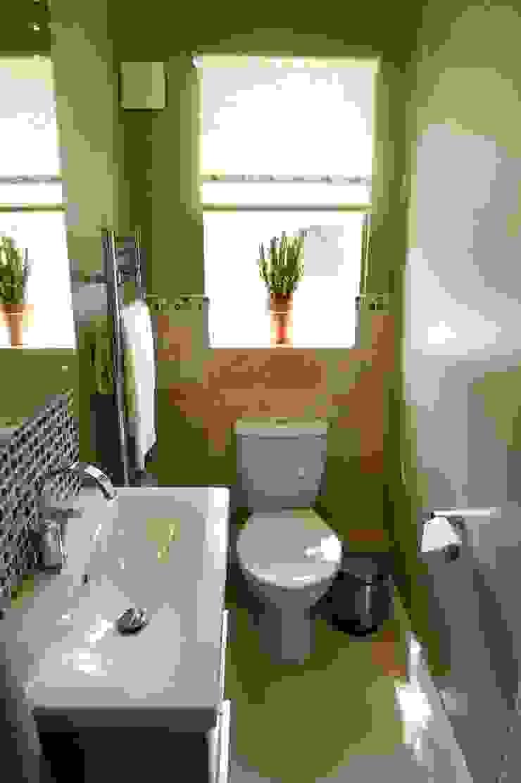 En-suite basin/WC: modern  by Chameleon Designs Interiors, Modern