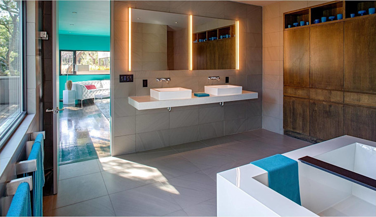 West Lake Hills Residence Modern bathroom by Specht Architects Modern