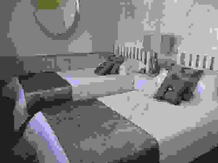 Guest bedroom: modern  by Chameleon Designs Interiors, Modern