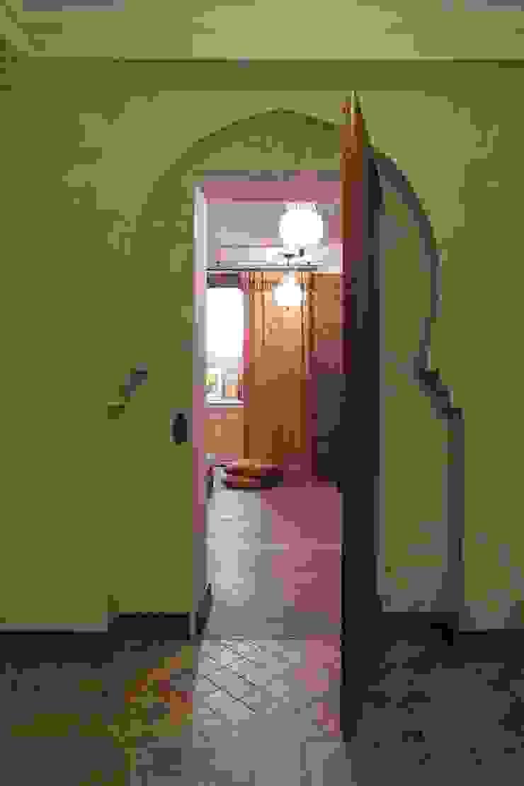 Загородный дом 360м2 Коридор, прихожая и лестница в эклектичном стиле от Tatiana Ivanova Design Эклектичный
