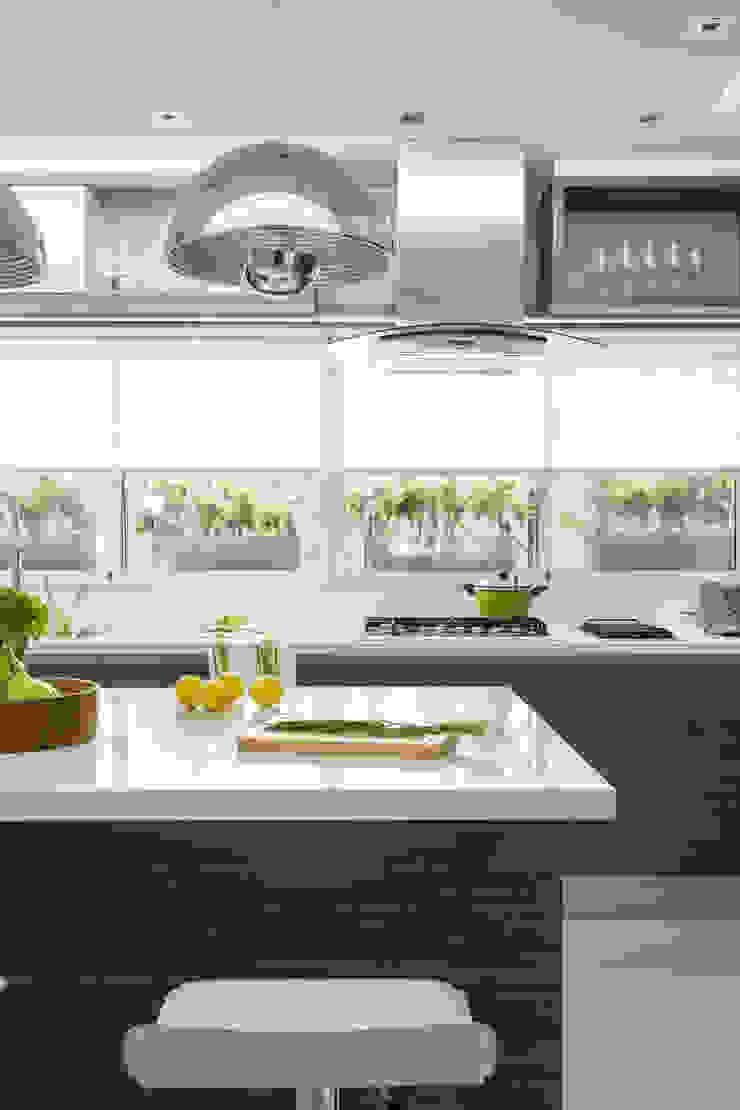 campana de cocina Cocinas modernas: Ideas, imágenes y decoración de GUTMAN+LEHRER ARQUITECTAS Moderno