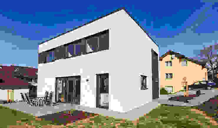 Das Energiespeicherplushaus von Dynahaus Dynahaus GmbH & Co. KG Moderne Häuser Weiß