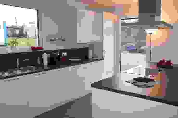 Kitchen by Dynahaus GmbH & Co. KG