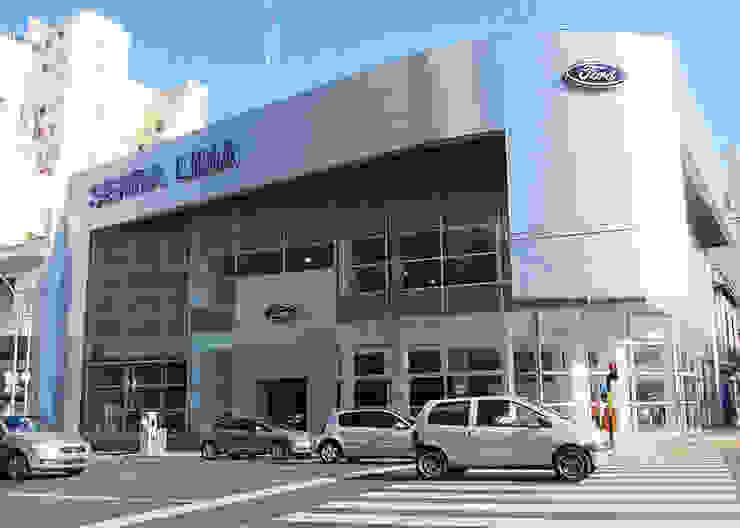 Ford Serra Lima AGENCIA AUTOMOTOR -CÓRDOBA Y AGUERO C.A.B.A. Casas modernas: Ideas, imágenes y decoración de vivasarquitectos Moderno Vidrio