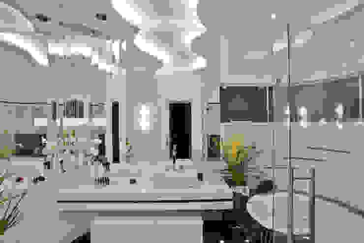 Casa Refúgio da Mata: Banheiros  por Arquiteto Aquiles Nícolas Kílaris