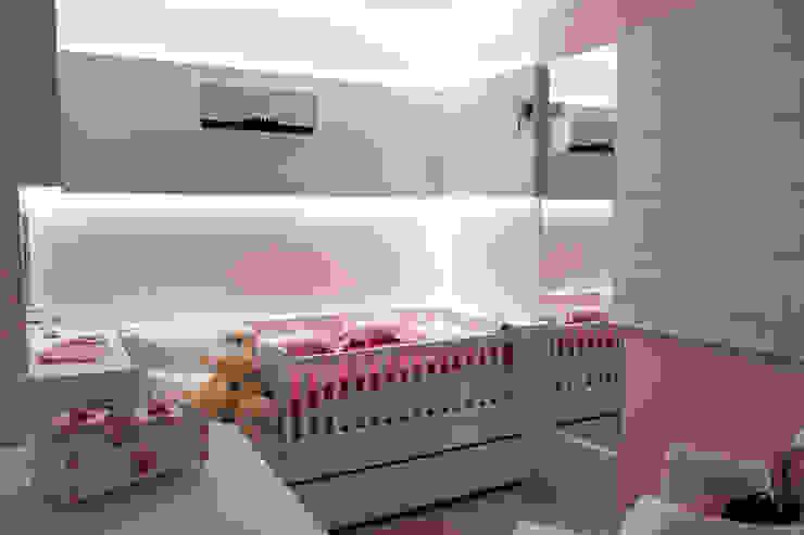 Phòng trẻ em phong cách hiện đại bởi Kali Arquitetura Hiện đại