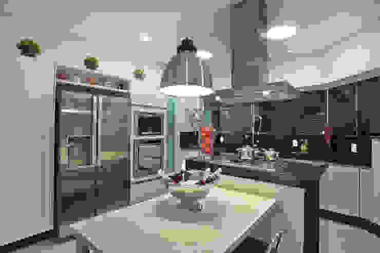 Modern style kitchen by Arquiteto Aquiles Nícolas Kílaris Modern