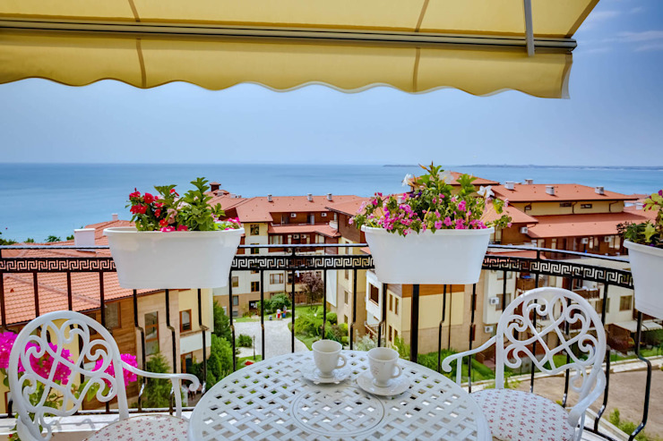 Апартаменты в Болгарии Студия Татьяны Гребневой Балкон и терраса в классическом стиле