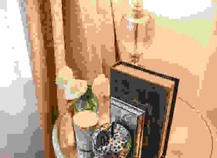 Master Bedroom : Side table Klassische Schlafzimmer von In:Style Direct Klassisch