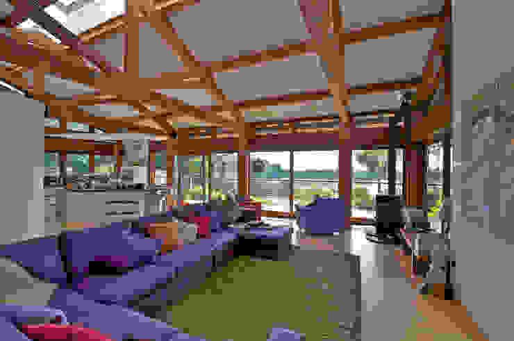 Hillside Farm Lounge and Kitchen Nowoczesny salon od DUA Architecture LLP Nowoczesny