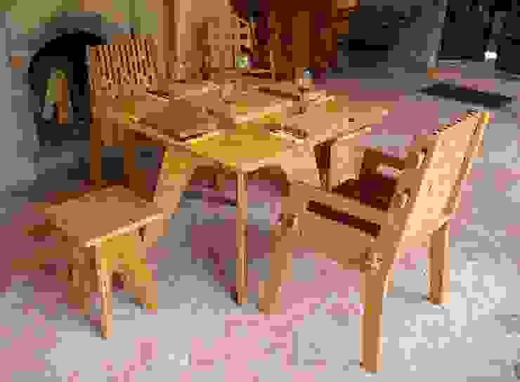 Set de comedor Beat con 2 sillas y 2 bancos de Wedgewood Furniture Moderno