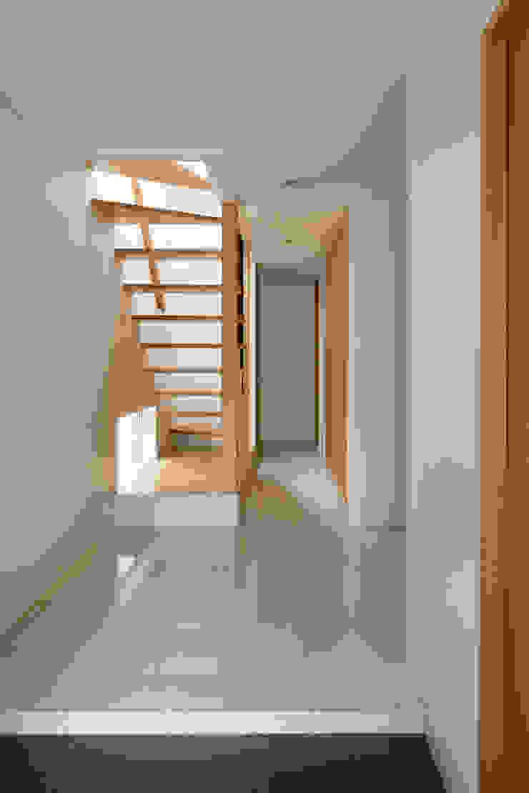 玄関ホール・階段 モダンスタイルの 玄関&廊下&階段 の 伊藤一郎建築設計事務所 モダン