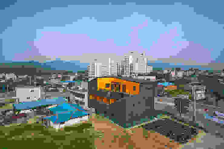 덕산 W-Building 모던스타일 주택 by JYA-RCHITECTS 모던