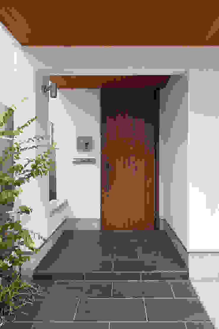 玄関ポーチ モダンな 家 の 伊藤一郎建築設計事務所 モダン