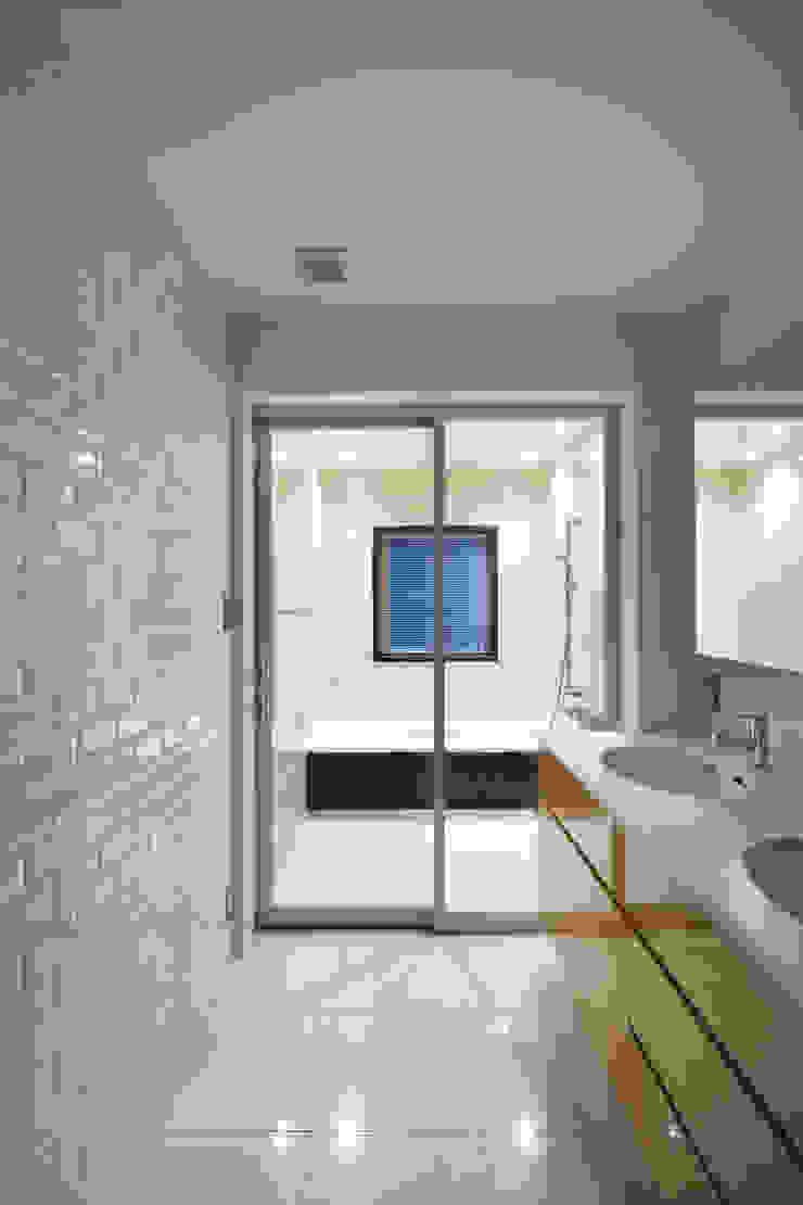 洗面室・浴室 モダンスタイルの お風呂 の 伊藤一郎建築設計事務所 モダン
