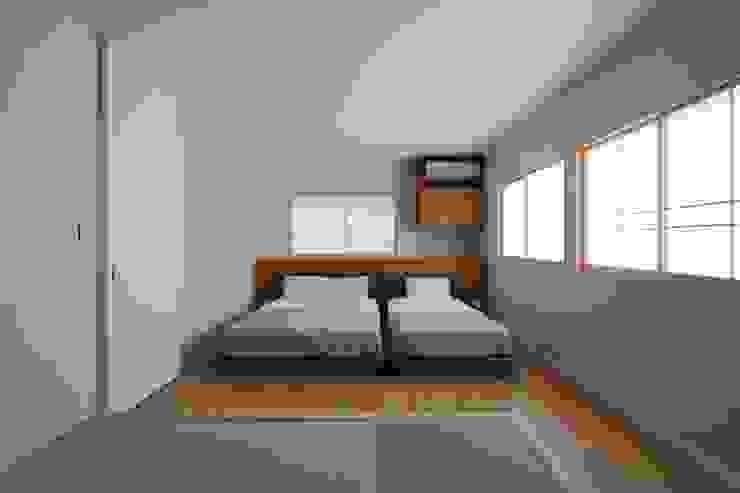 たたみコーナーのある寝室 モダンスタイルの寝室 の 伊藤一郎建築設計事務所 モダン