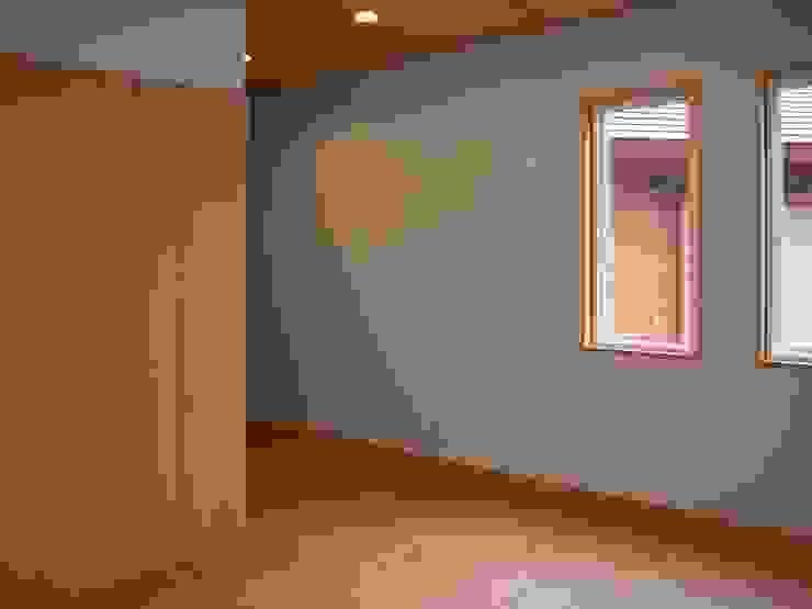 寝室 オリジナルスタイルの 寝室 の 川田稔設計室一級建築士事務所 オリジナル