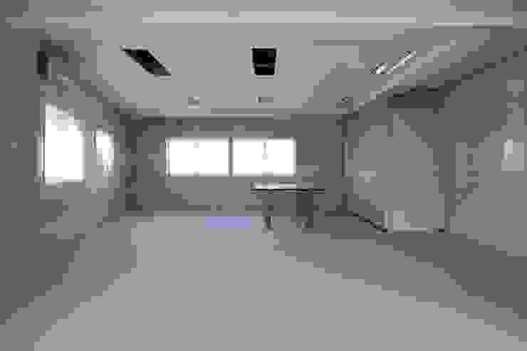 ダイニング・寝室 改修前: 伊藤一郎建築設計事務所が手掛けた現代のです。,モダン