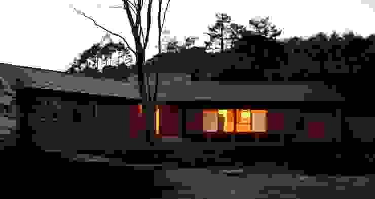 夕景 オリジナルな 家 の 川田稔設計室一級建築士事務所 オリジナル