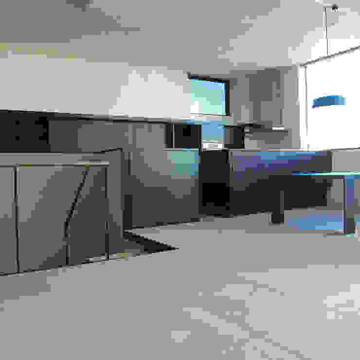 10Fオーナー住戸広間(1): 濱口建築デザイン工房が手掛けた現代のです。,モダン