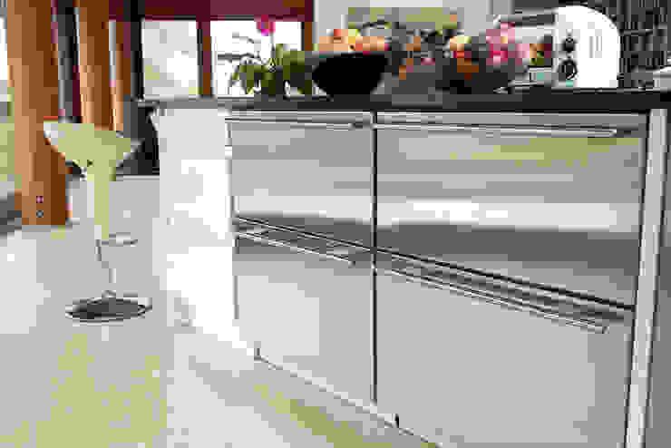 Hillside Farm Kitchen Three Modern kitchen by DUA Architecture LLP Modern