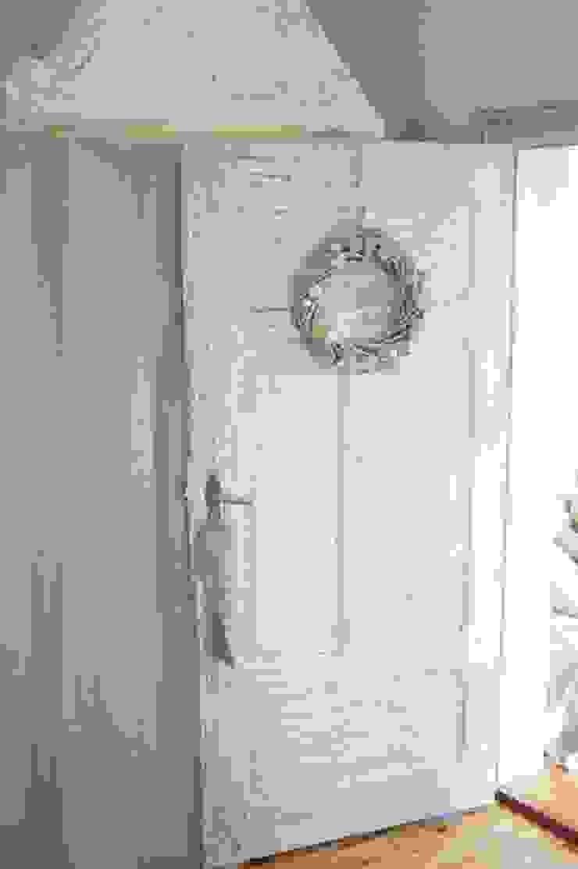 Dormitorios de estilo ecléctico de MAJSTERKOWNIA Natalia Erdei Ecléctico