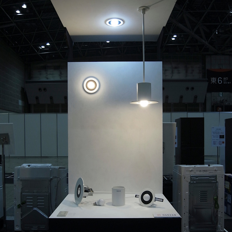 市販LED電球による照明器具: 濱口建築デザイン工房が手掛けた現代のです。,モダン