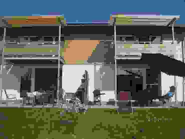 Kostengünstige Doppelhaushälften mit Plusenergie-Niveau Klassische Häuser von Planungsbüro Clobes GmbH Klassisch