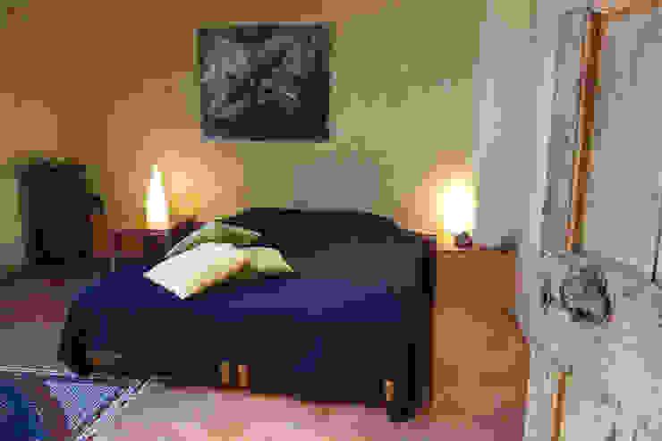 """Mas Novis, une chambre de l'écogîte """"côté Acacia"""" Chambre originale par Mas Novis Éclectique"""