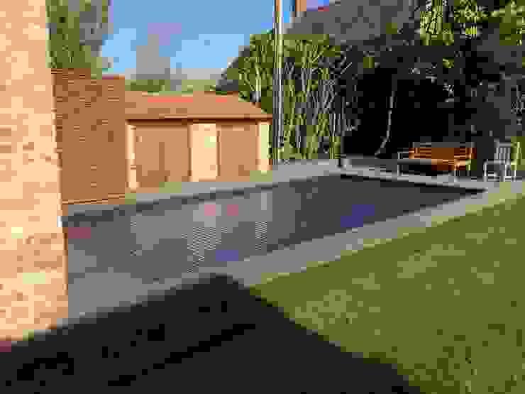 Solar Automatic Pool Cover dbrown Moderner Garten