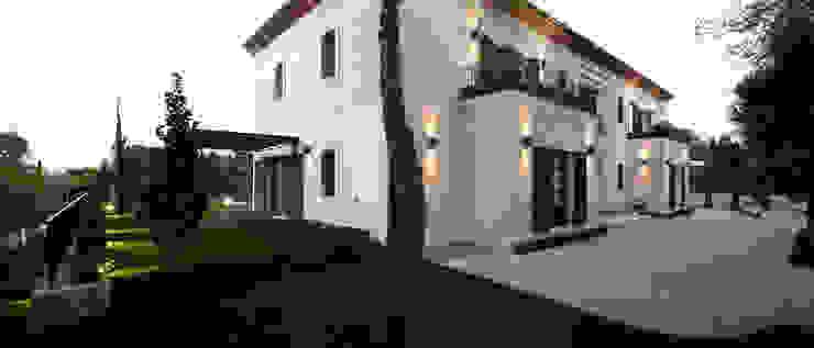 HOUSE IN VALDEMARIN Serrano Suñer Arquitectura Casas de estilo clásico