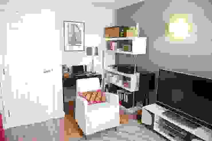 Living Room/desk area: modern  by Chameleon Designs Interiors, Modern