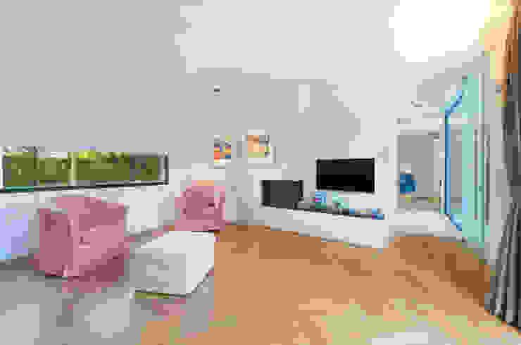 Woonkamer met gashaard Moderne woonkamers van Architect2GO Modern