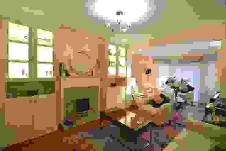 Living room by Chameleon Designs Interiors Modern