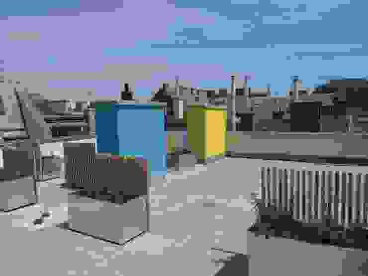 Wohnhaussanierung und Dachgeschoßausbau 1180 Wien, Kreuzgasse 29 Klassischer Balkon, Veranda & Terrasse von Timo Huber + Partner Architekten ZT-GmbH Klassisch