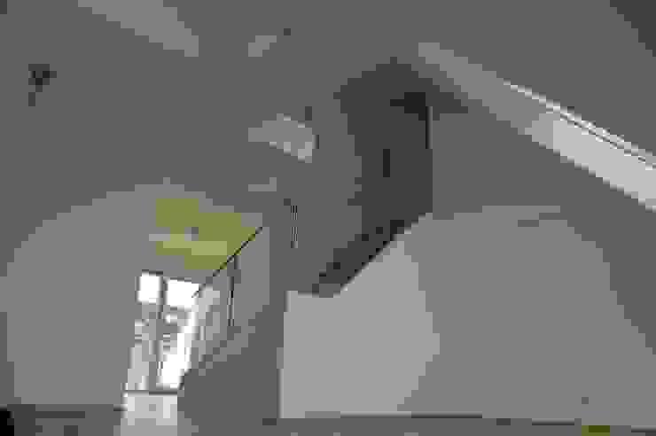 Wohnhaussanierung und Dachgeschoßausbau 1180 Wien, Kreuzgasse 29 Klassische Wohnzimmer von Timo Huber + Partner Architekten ZT-GmbH Klassisch