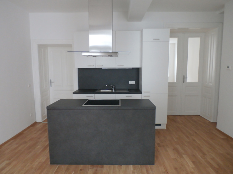 Wohnhaussanierung und Dachgeschoßausbau 1180 Wien, Kreuzgasse 29 Klassische Küchen von Timo Huber + Partner Architekten ZT-GmbH Klassisch