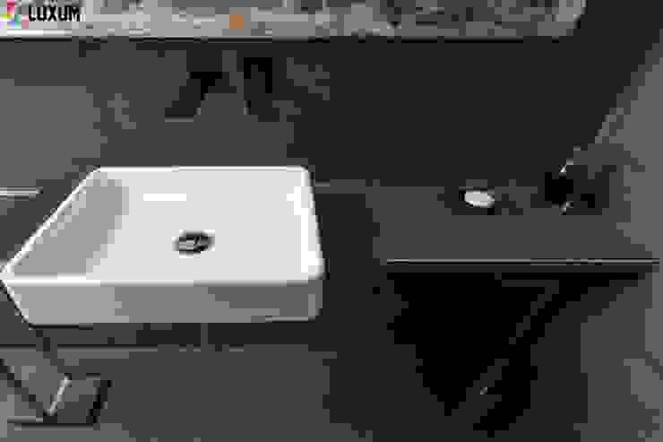 Beton architekotniczny Minimalistyczna łazienka od Luxum Minimalistyczny