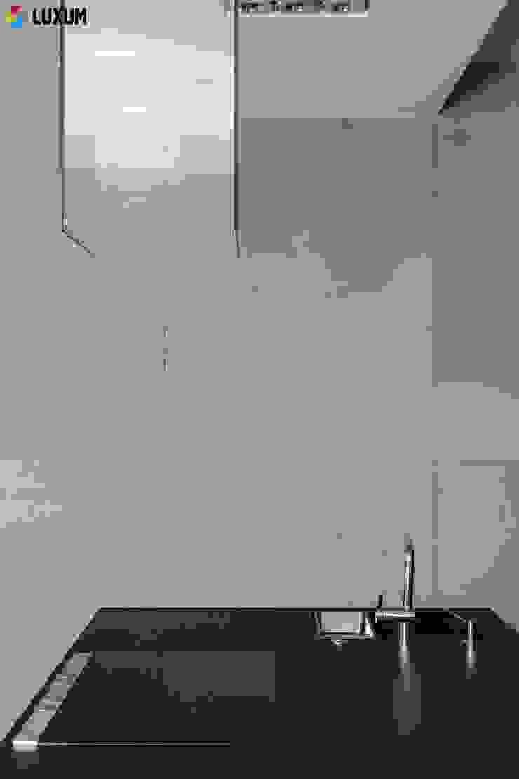 Ściana z betonu Minimalistyczna kuchnia od Luxum Minimalistyczny