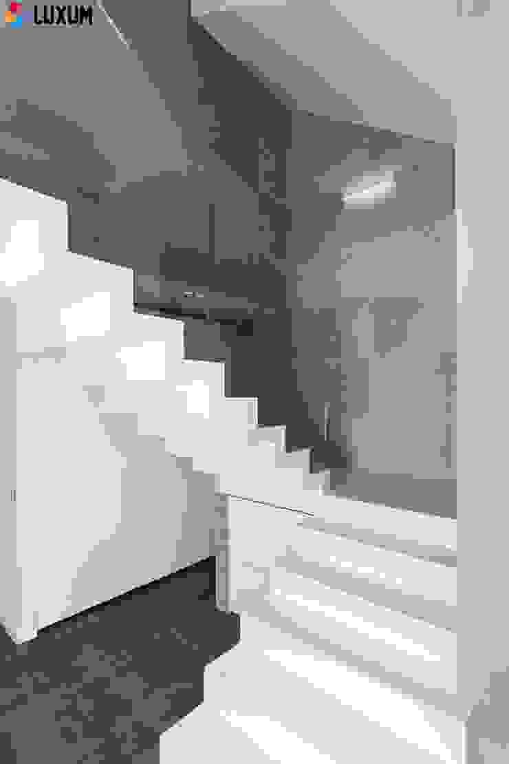 Płyty z betonu na ściany Minimalistyczne ściany i podłogi od Luxum Minimalistyczny