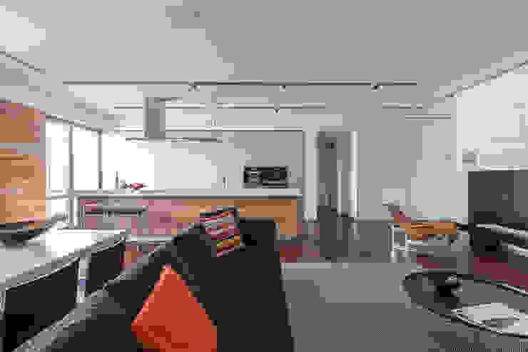 apartment V-21 Salones minimalistas de VALENTIROV&PARTNERS Minimalista