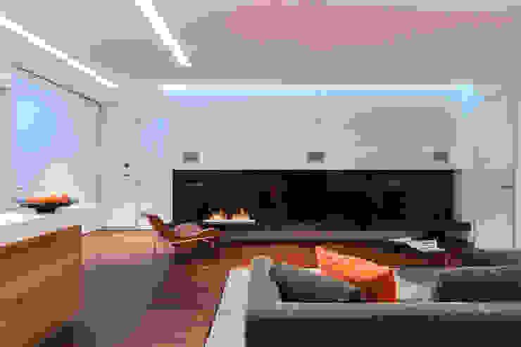 apartment V-21 Salones de estilo minimalista de VALENTIROV&PARTNERS Minimalista