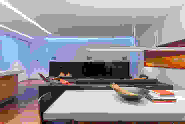 apartment V-21 Comedores de estilo minimalista de VALENTIROV&PARTNERS Minimalista