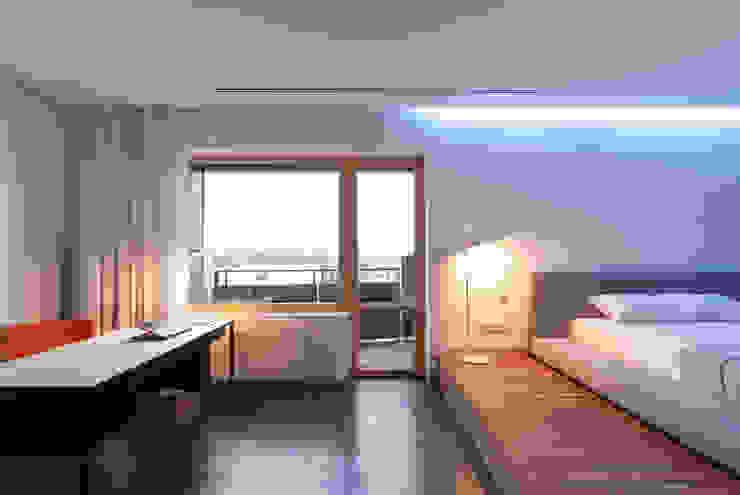 apartment V-21 Minimalist bedroom by VALENTIROV&PARTNERS Minimalist