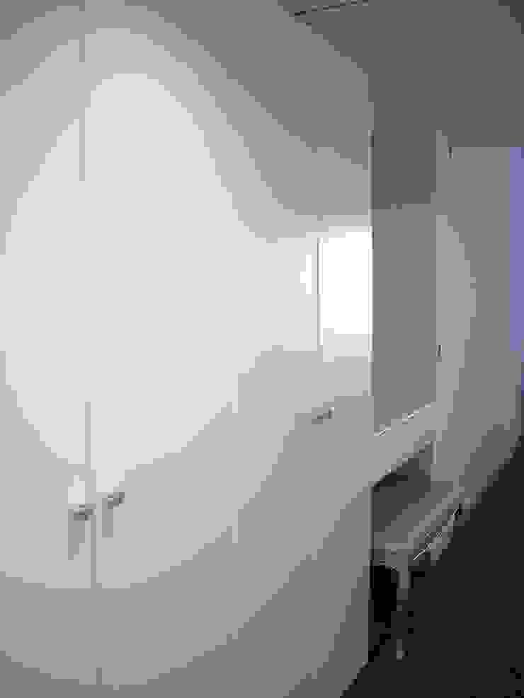 mae arquitectura Closets de estilo moderno