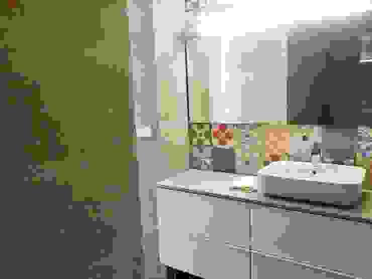 mae arquitectura Modern bathroom